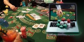 ordinateur cartes jetons tapis de jeu de casino